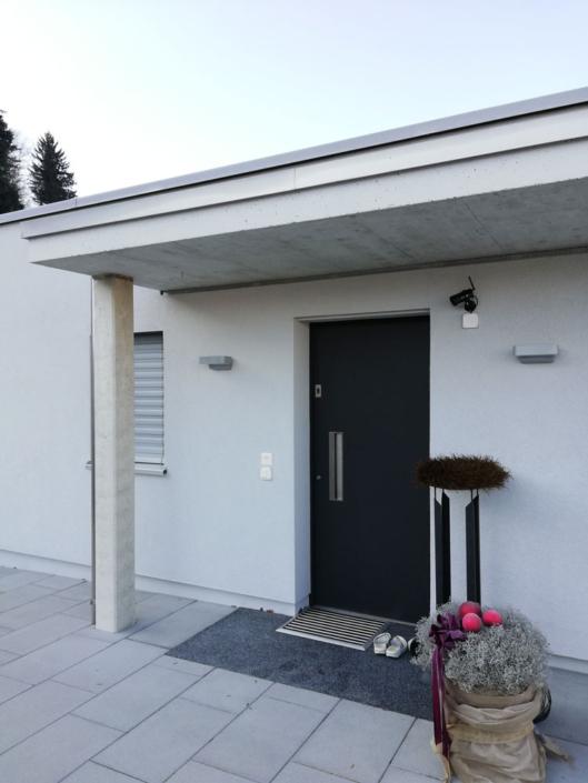 Haustüren und Nebentüren für Doppeleinfamilienhaus